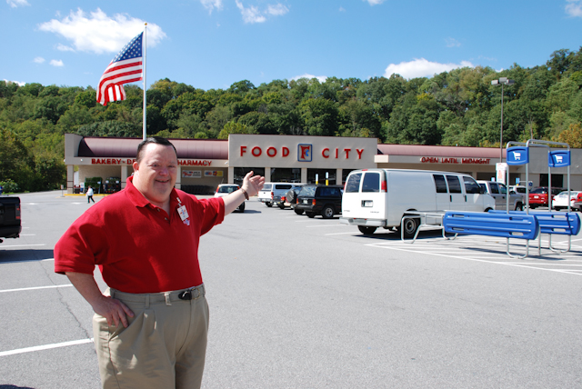Photo of Billy Schulz standing in front of Food City in Colonial Heights